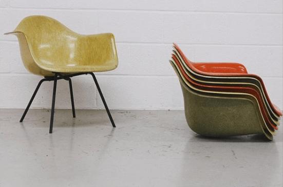 Fauteuils Coque design Eames © ZigZag Modern sélectionnées pour être présentées sur l'Exposition Eames des Puces du Design en avril 2019
