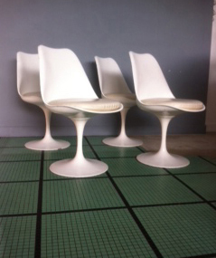 Chaises Tulip Saarinen par Vincent Riot
