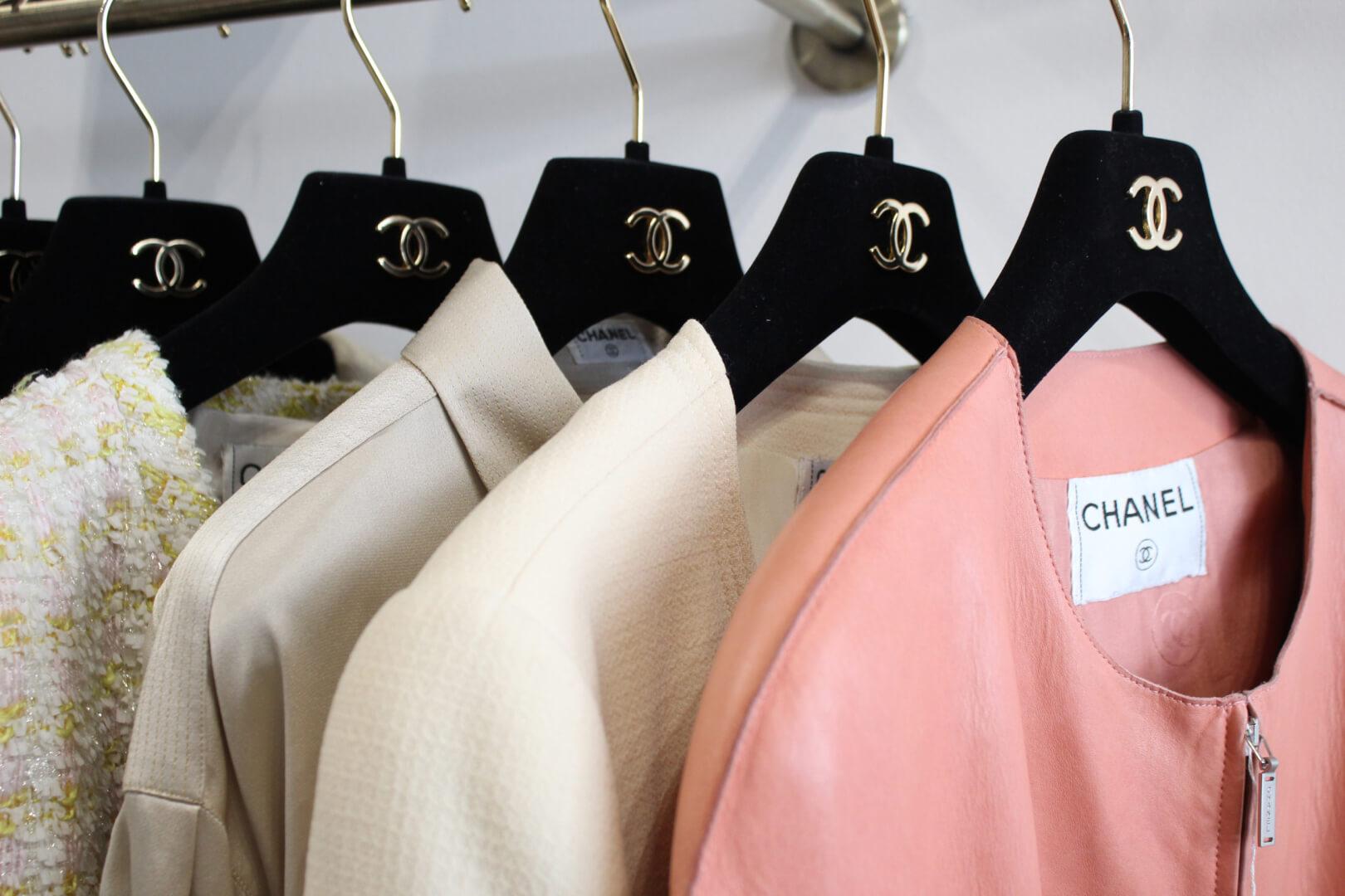 Vestes Chanel chez Brocante de Luxe